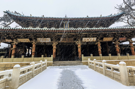 モダンで初雪が降った