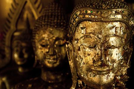 cabeza de buda: cabeza de Buda de Sukhothai fuera de oro Foto de archivo