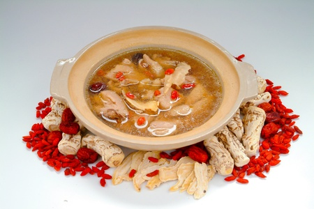 ginseng: Chicken and herb soup in pot, Chinese food style