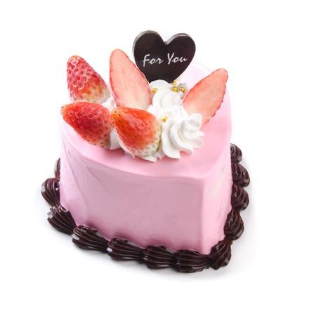 trozo de pastel: Torta en forma de coraz�n sobre fondo blanco
