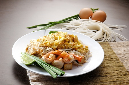 Stir fry noodles asia food Stock Photo - 13124073