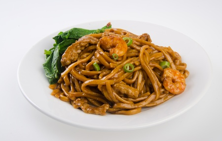 noodles  stir-fried noodles with chicken photo