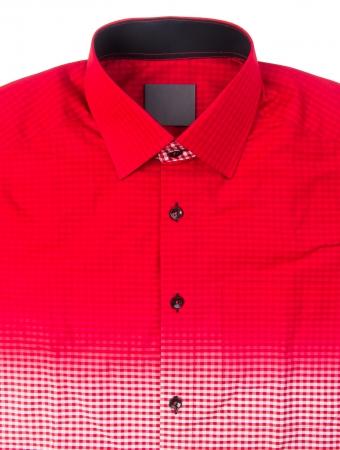 uomo rosso: camicia da uomo piegato