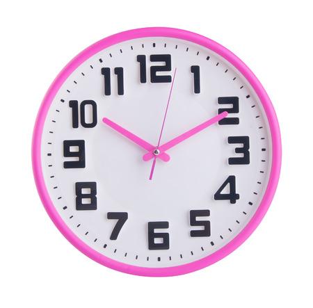 horloge. horloge murale sur un fond.