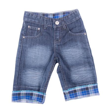 de vaqueros: pantalones vaqueros o jeans cortos aislados sobre fondo blanco Foto de archivo