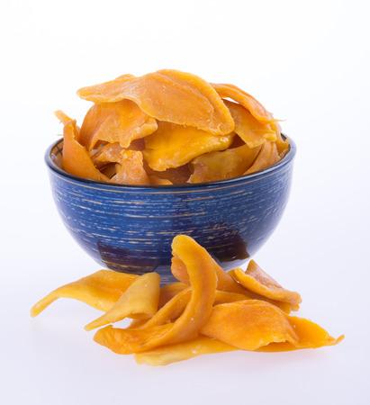 mango: mango suchych w misce lub suszone plastry mango