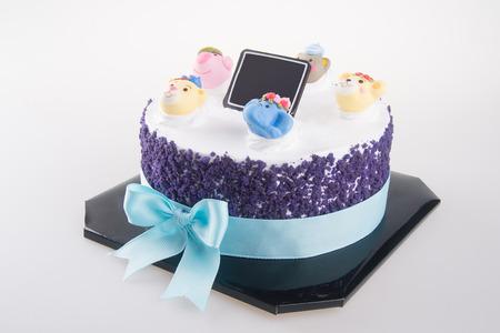 tortas de cumpleaños: pastel. pasteles en el fondo.