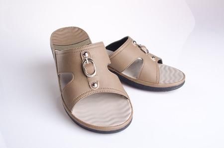 sandal: zapato. mujer de la sandalia en el fondo. Mujer en un fondo de sándalo