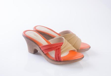 sandalia: zapato o sandalia de moda femenina en el fondo
