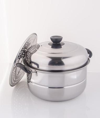steel pan: sartén o cacerola de vapor sobre un fondo Foto de archivo
