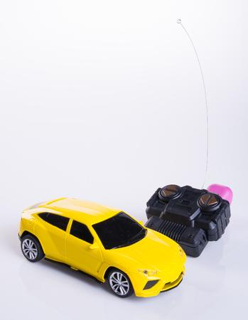 おもちゃの車や背景のラジオ コントロール車