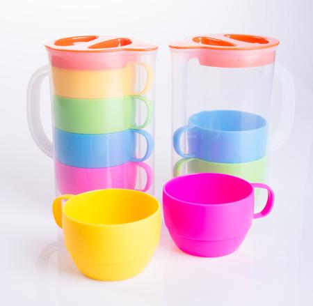 vaso de precipitado: taza o taza de plástico y tarro conjunto en el fondo