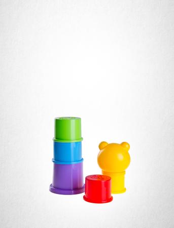 背景にカップを積み重ねる子供のおもちゃ 写真素材