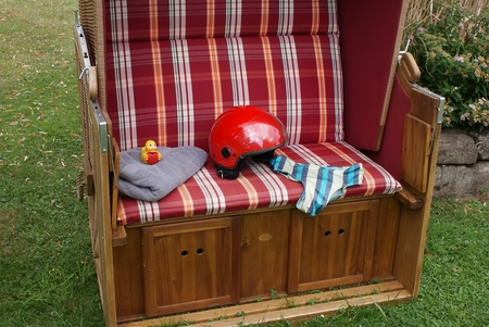 Arrived! The squeaky duck with a red heart in the roof wicker beach chair makes a lot of fun