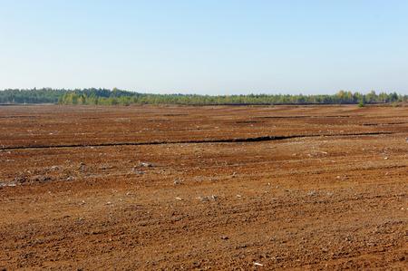 turba: Industrial muele la producci�n de turba en Saara pantano, Estonia.