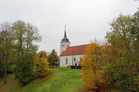 the church: Iglesia de San Juan en Viljandi, una visión desde las ruinas del castillo de Viljandi. Foto de archivo