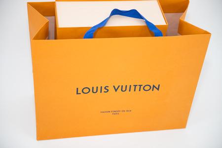 Philadelphia, Pennsylvania, Usa - 24 maggio 2018: Scatola Louis Vuitton. Louis Vuitton è un marchio di moda di design noto per i suoi articoli in pelle.
