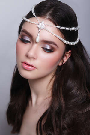 Woman with pearl jewelry on hair and evening make-up 免版税图像