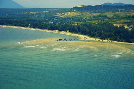 Schöne Aussicht auf Küste von oben. VEW von der Aussichtsplattform auf dem Leuchtturm Ke Ga Standard-Bild - 47280280