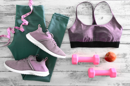 Womens active clothes (leggings, bra) footwear (sneakers) and  equipment (pink dumbbells, tape measure). Active lifestyle concept, Flat lay Standard-Bild - 95916622