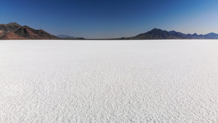 Bonneville Salt Flats  in Utah near the Utah-Nevada border Standard-Bild - 106152946