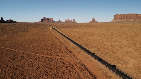 Desert, highway in Arizona, USA near the Oljato–Monument Valley, Utah. Sunset. Aerial view, from above, drone shooting. Arizona - Utah border Standard-Bild - 107698358