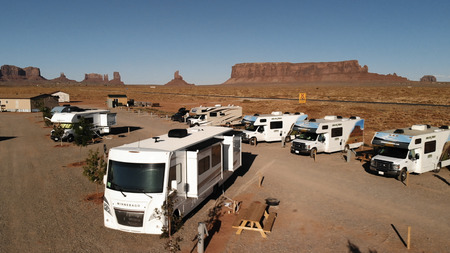 Utah, United States - July 9, 2018: RV park (campground) near the Oljato–Monument Valley, Utah. Aerial view, from above, drone shooting. Arizona - Utah border. Sunset Standard-Bild - 111806587