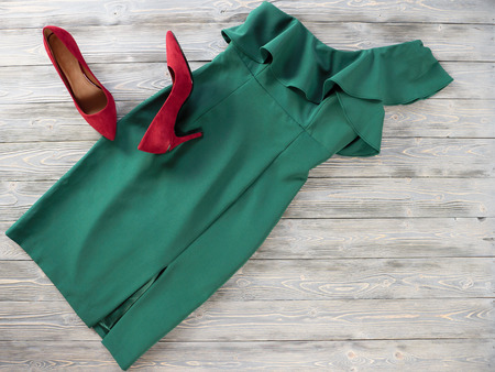 Womens clothes and shoes (Red green dress, pumps). Fashion outfit for christmas, evening, night out. Template for online store, website, banners. Flat lay, top down view Standard-Bild