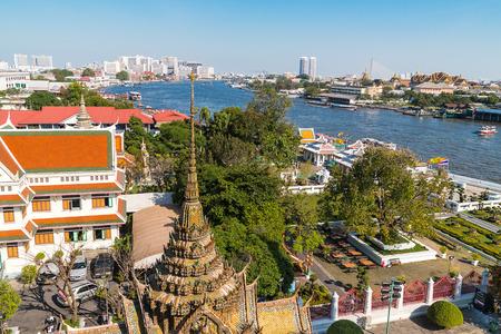 chao praya: Wat Arun, the Temple of Dawn and veiw on the Chao Praya river Bangkok Thailand.  Stock Photo