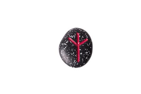 runes: runes, futhark grav�s sur les pierres naturelles isol� sur fond blanc Banque d'images