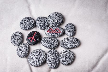 sheepskin: runas de piedras naturales de piel de oveja blanca