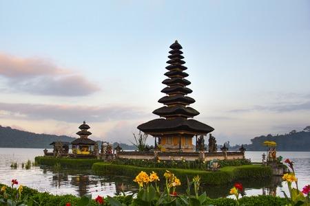 Pura Ulun Danu Bratan is a major water temple on Lake Bratan, Bali, Indonesia Banque d'images