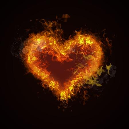 fogatas: Corazón del fuego caliente ardiente en fondo negro. La pasión y el deseo