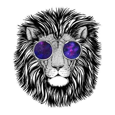 Wild hipster lion Image for tattoo, logo, emblem, badge design Standard-Bild