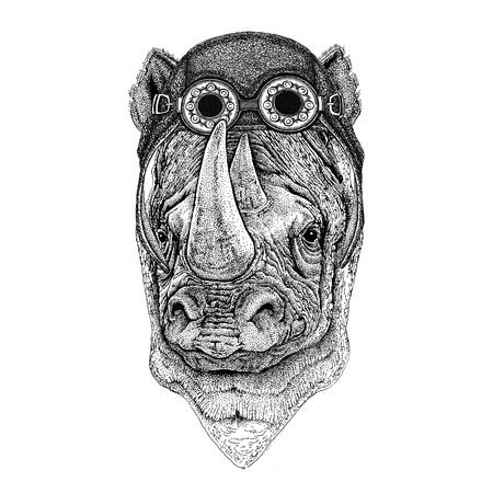 Rhinocéros, rhinocéros portant chapeau d'aviateur Moto chapeau avec des lunettes pour motard Illustration pour moto ou aviateur t-shirt avec animal sauvage Banque d'images - 82108421
