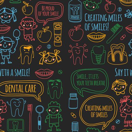 Kindertandheelkunde school, kleuterschool, kinderdagverblijf kinderen met gezonde tanden. Glimlachen, tandenborstels, medicijnen Gelukkige jongens en meisjes. Tandheelkundige behandeling zonder pijn. Stockfoto - 90582556