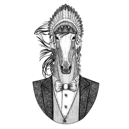 Cavalo, hoss, cavaleiro, corcel, corça Animal selvagem usando chapéu de inidan, vestido de cabeça com penas Imagem de mão desenhada para tatuagem, t-shirt, emblema, distintivo, logotipo, remendo Foto de archivo - 92821581