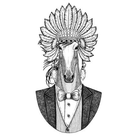 Caballo, hoss, caballero, corcel, courser animal salvaje, llevando, inidan, sombrero, cabeza, vestido, con, plumas mano dibujado, imagen, para, tatuaje, camiseta, emblema, insignia, logotipo, parche Foto de archivo - 92820773