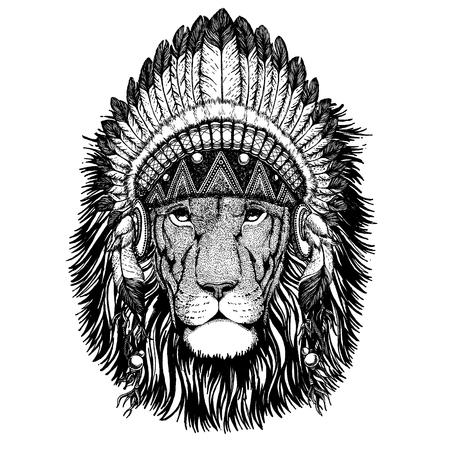 Lion Wild animal wearing indian headdress with feathers. Foto de archivo - 117923040