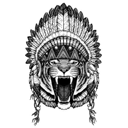 Animale selvatico che indossa un copricapo inidan con piume. Illustrazione di stile boho chic per tatuaggio, emblema, distintivo, logo, toppa. Immagine di abbigliamento per bambini