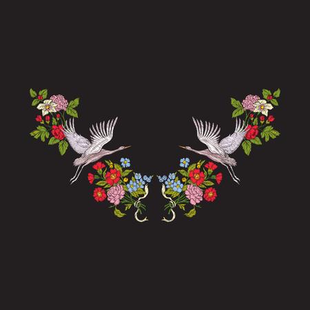 黒い背景に花と鶴を持つ刺繍ネックライン。