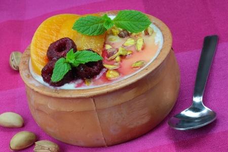 Greek yoghurt with honey, nuts and fresh fruit