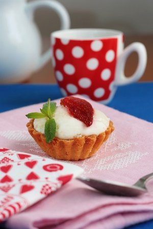 Strawberry and cream tart Stock Photo - 12064808