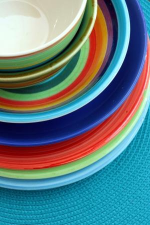 utensilios de cocina: Cuencos y platos coloridos
