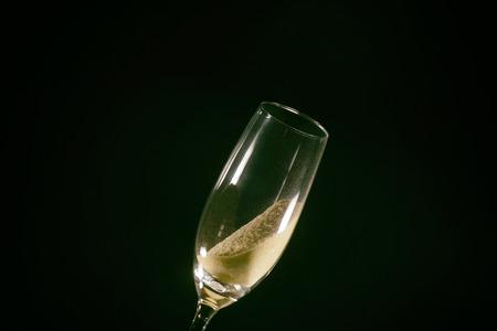 Desert alcool beau sable se brisant dans un verre de champagne Banque d'images - 98372761