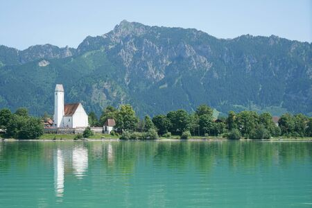 Forggensee is in Bavaria and on the shore Ludwig the Bavarian king built his castle Neuschwanstein Standard-Bild