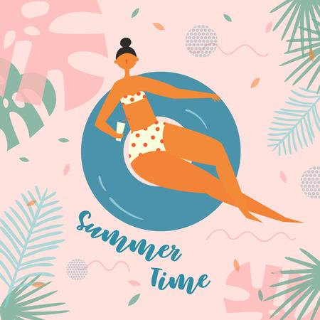 Letras de horario de verano. Mujer bonita nada, bronceado en salvavidas. Chica flotando en círculo de natación con cóctel sobre fondo tropical. Círculo inflable. Vacaciones de verano, vacaciones, viajes.