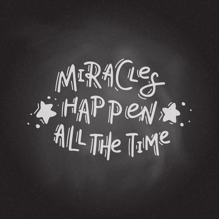 Wunder geschehen die ganze Zeit. Hand gezeichnete Beschriftung auf dem Tafelhintergrund