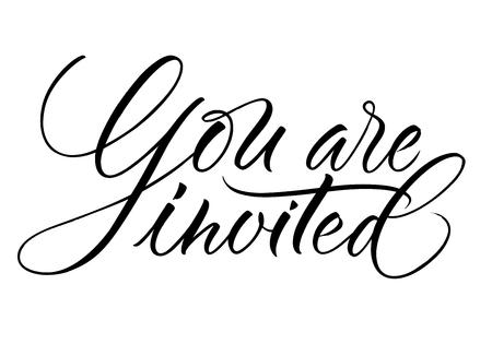 Sie sind Schriftzug eingeladen. Handgeschriebene moderne Kalligraphie, Pinsel gemalte Buchstaben. Vektorillustration. Vorlage für Grußkarte, Poster, Logo, Abzeichen, Symbol, Banner-Tag