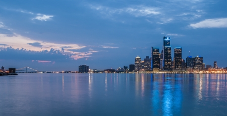 vibrant city of detroit at dusk 스톡 콘텐츠